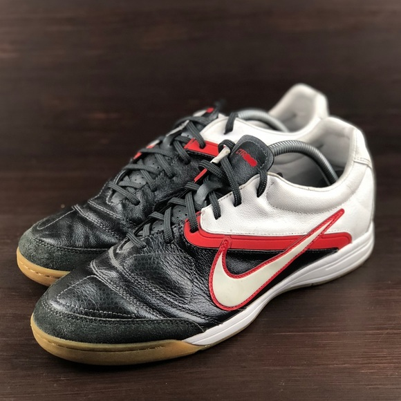 ade0a7b61 Nike CTR360 Libretto II IC Indoor Soccer Shoes. M 5bc130a8aa57194e02cd311c